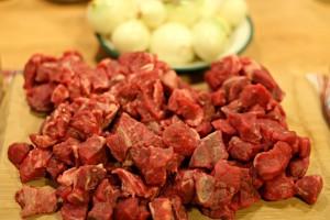 Rindfleischstückchen für bosnisches Gulasch