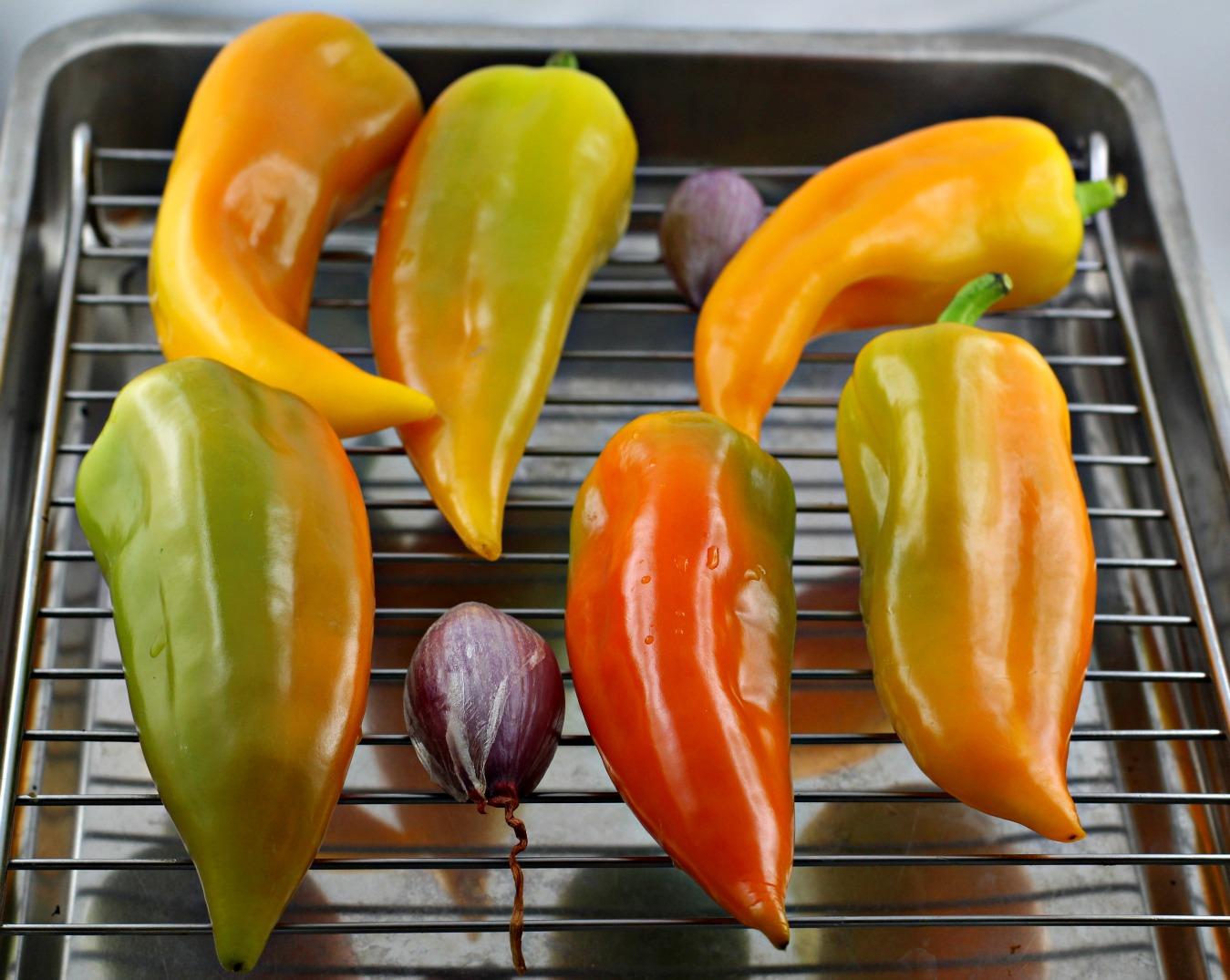 Die Schalotte & Paprika bereit zum Rösten.