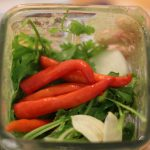 Zutaten für Salsa Verde im Mixer