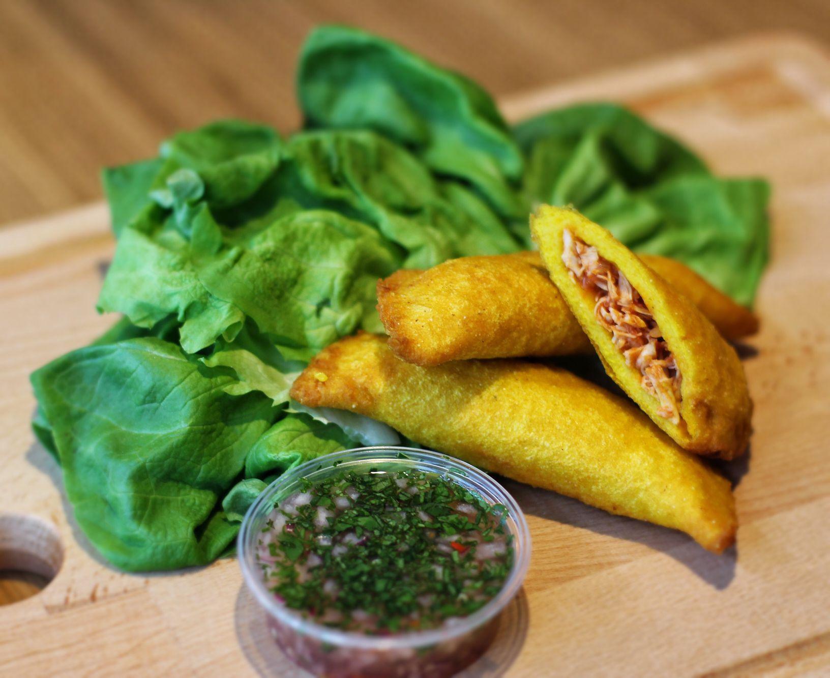 Kolumbianische Empanadas mit Pulled Chicken